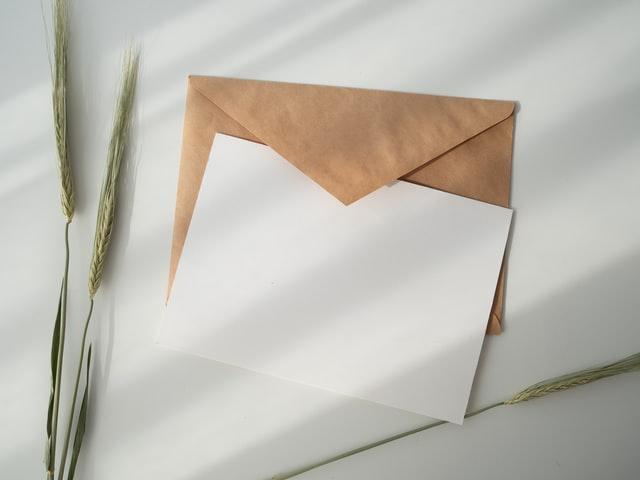 Kirje ja kirjekuori.